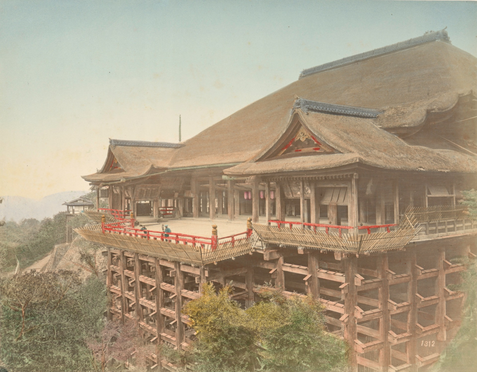 日下部金兵衛,《京都清水寺》,1890-1899年。蛋白相紙手工上色。(紐約公共圖書館藏) The Miriam and Ira D. Wallach Division of Art, Prints and Photographs Photography Collection, The New York Public Library