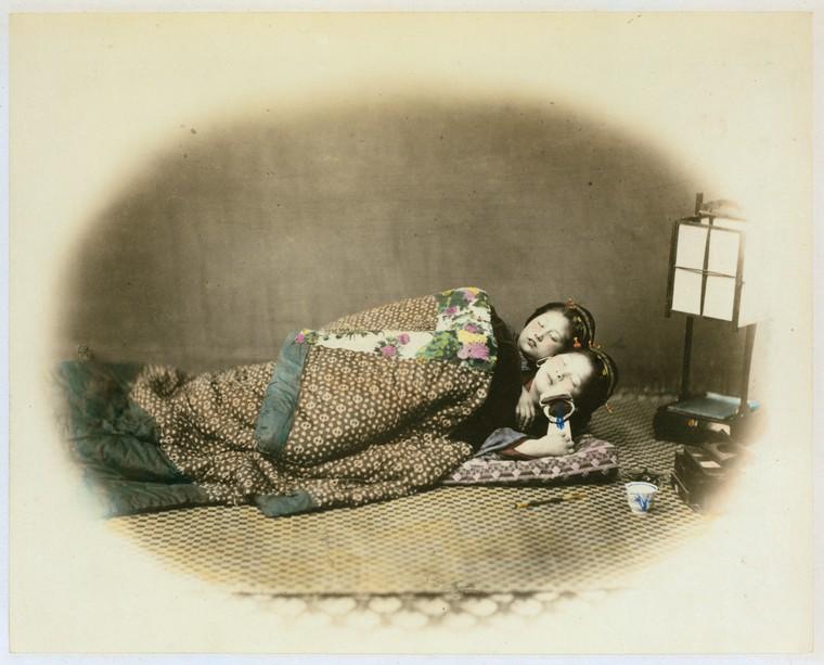 Felice Beato,《睡美人》,1870-1879年。蛋白相紙手工上色。(紐約公共圖書館藏)